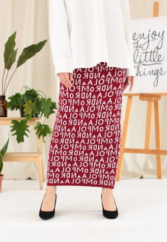 WORDS SLIM SKIRT IN MAROON