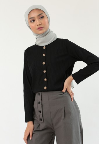 KNITTED BUTTON TOP IN BLACK