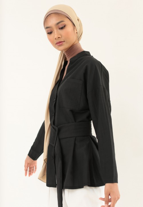 LOOSE BUTTON TOP WITH BELT IN BLACK