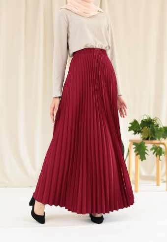 Suria Pleated Skirt In Red