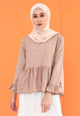 HEMMED FLOWY TOP IN TOFFEE