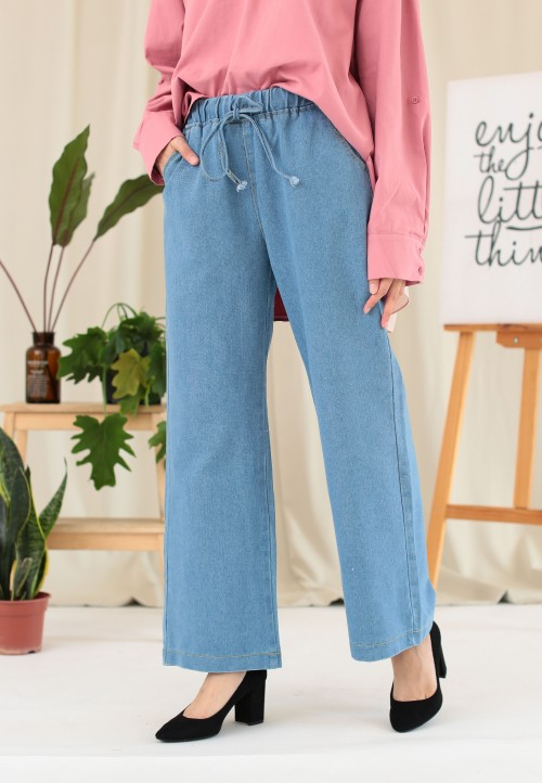 ROPED LOOSE JEANS IN LIGHT BLUE