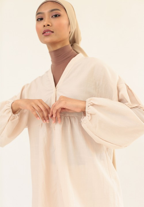 PLAIN FLOWY BUTTON TOP IN LIGHT NUDE