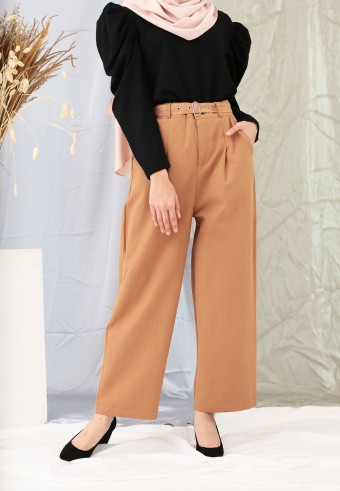 PLEAT POCKET PANT IN BROWN