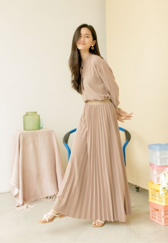 Bahama Pleated Skirt In Macadamia