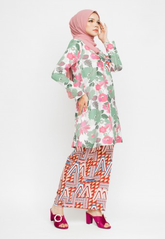 AMINAH KURONG PAHANG IN GREEN & RED