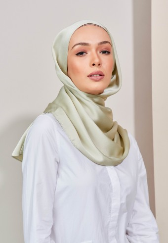 Aesha satin long shawl in fern