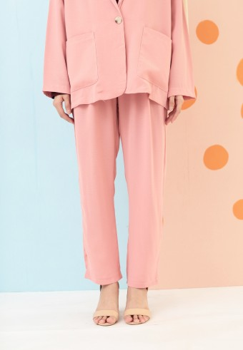 BASIC TAPPERED PANTS IN PINK
