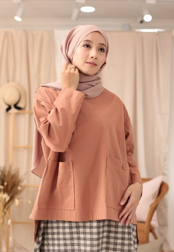 POCKET BUTTON TOP IN BROWN