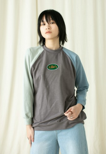 Lilie's Raglan shirt in grey