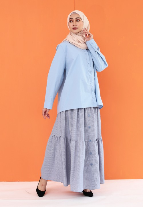 THREE LAYER BUTTON SKIRT IN BLUE
