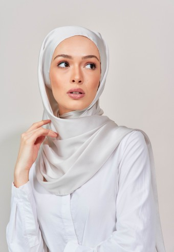 Aesha satin long shawl in pearl