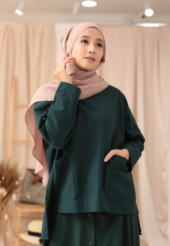 POCKET BUTTON TOP IN EMERALD GREEN