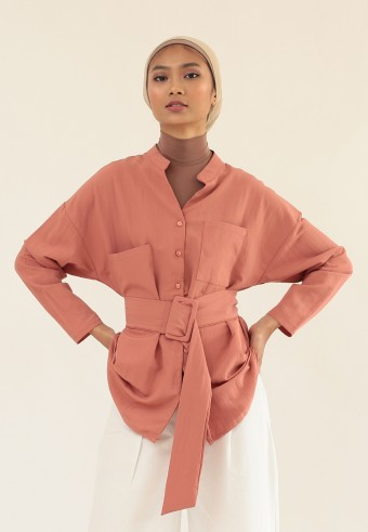 LOOSE BUTTON TOP WITH BELT IN DUSTY PINK