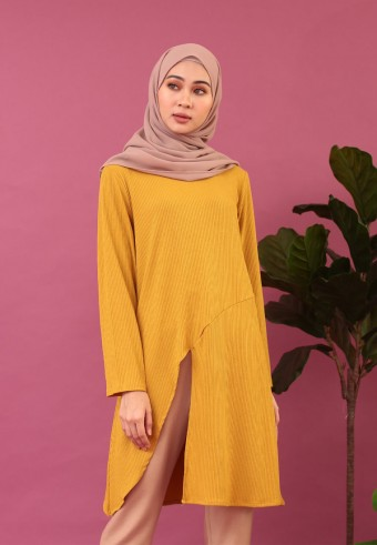 SLIT IRONLESS LONG TOP IN MUSTARD