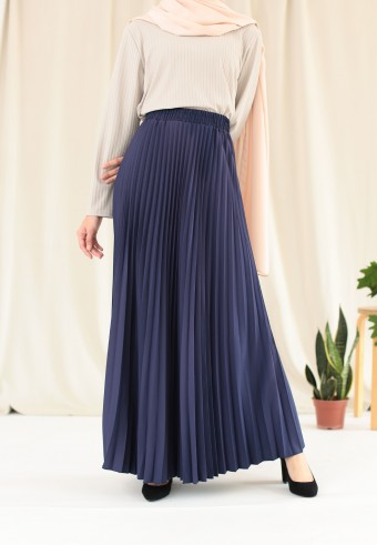 CREPE PLEATED SKIRT IN NAVY BLUE