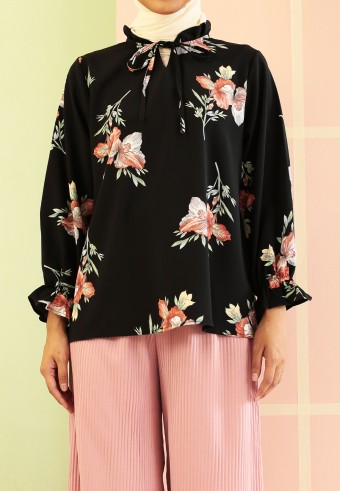 FLOWER TOP WITH NECK ROPE IN BLACK