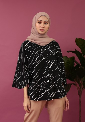 KIMONO SLEEVE ABSTRACT TOP IN BLACK