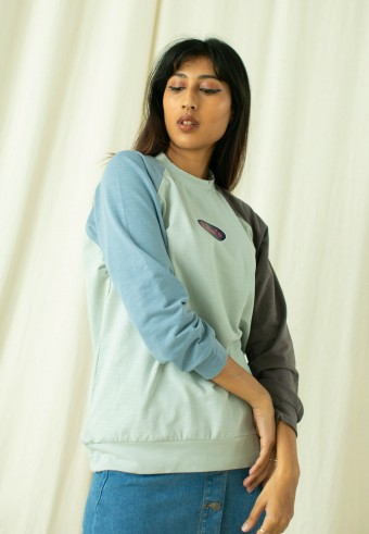 Lilie's Raglan shirt in mint