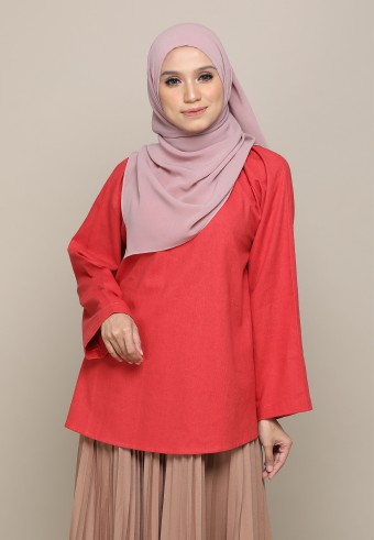 STRETCHABLE NECK LINEN TOP IN RED