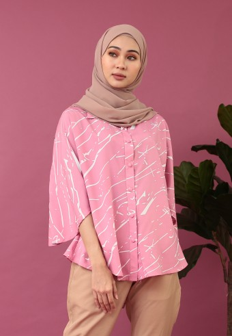 KIMONO SLEEVE ABSTRACT TOP IN PINK
