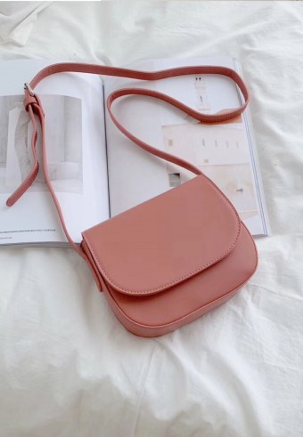 FLAP SLING BAG IN ROSE