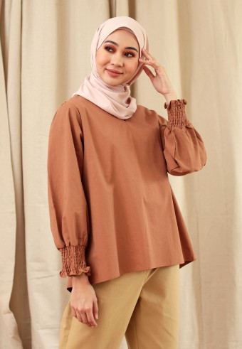 V-NECK COTTON CUFF TOP IN BROWN