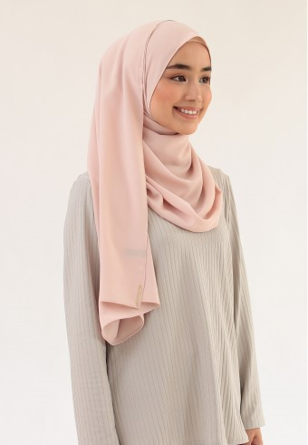 SUE CURVE SHAWL IN CREAM CHEESE