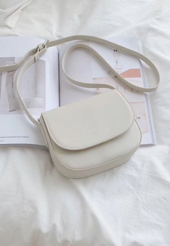 FLAP SLING BAG IN CREAM