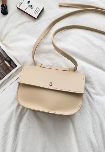 MESSENGER BAG IN NUDE