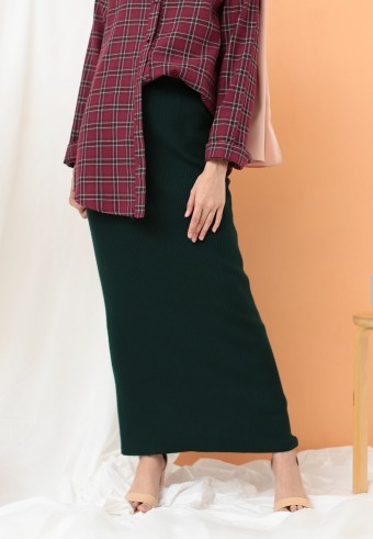 STRETCHABLE SLIM SKIRT IN EMERALD GREEN