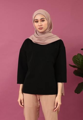 FRONT POCKET TOP IN BLACK