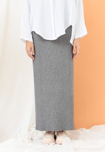 STRETCHABLE SLIM SKIRT IN GREY
