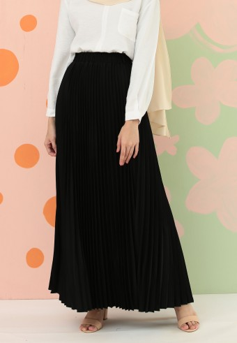 CREPE PLEATED SKIRT IN BLACK