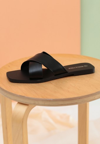 OFIEY SLIDE SANDAL IN BLACK