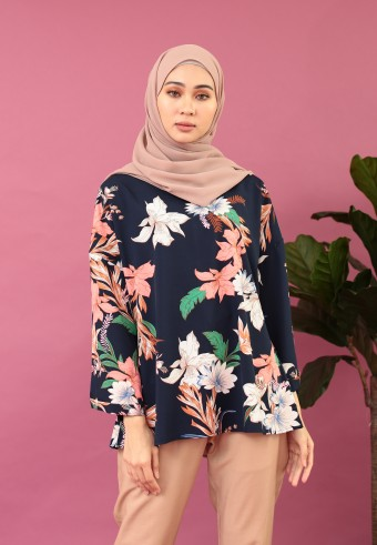 DROP SHOULDER PRINTED FLOWER TOP IN NAVY BLUE