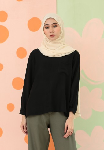 V-NECK FRONT POCKET PLAIN TOP IN BLACK