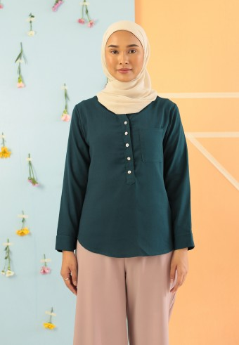 V-NECK BUTTON TOP IN EMERALD GREEN