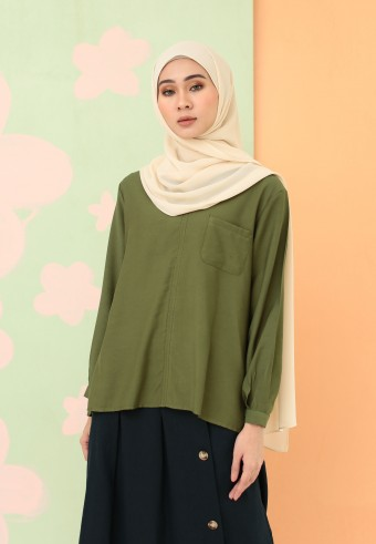 V-NECK FRONT POCKET PLAIN TOP IN GREEN
