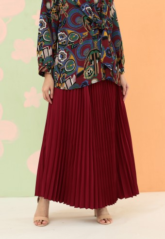 CREPE PLEATED SKIRT IN MAROON