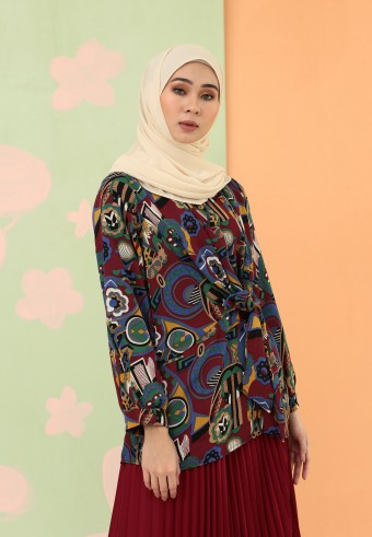 TIE FRONT PRINTED TOP IN DARK BRICK