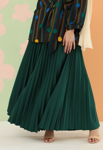 CREPE PLEATED SKIRT IN GREEN