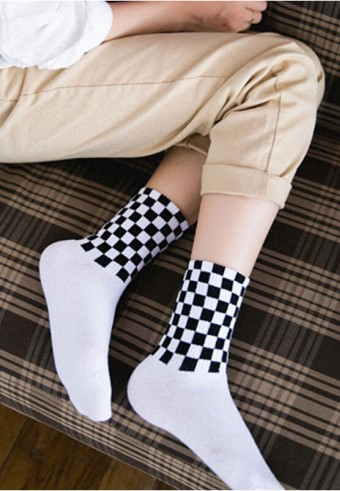 CREW CHECKERED SOCKS IN WHITE & BLACK