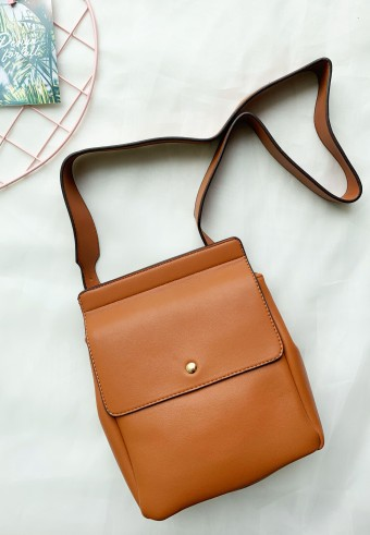 BUCKET FLAP BAG IN BROWN