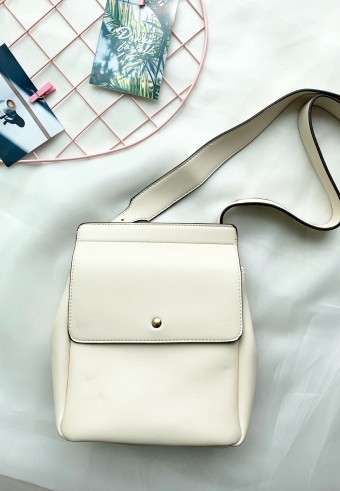 BUCKET FLAP BAG IN CREAM