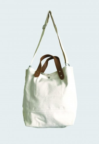 COTTON SLING BAG IN WHITE