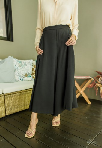 Mori wide pants in Black