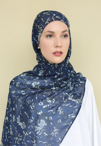 Omaira shawl in midnight garden