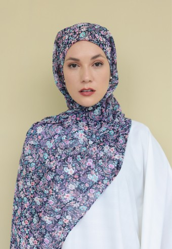 Omaira shawl in ditsy bloom