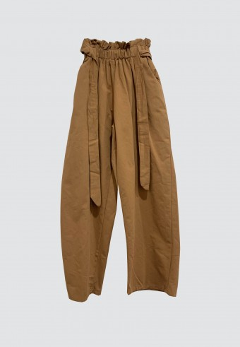 WAIST RUFFLE TAPPERED PANTS IN BROWN
